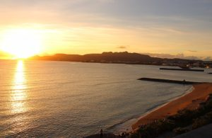沖縄の夕日 名護市の西海岸沿いのホテル